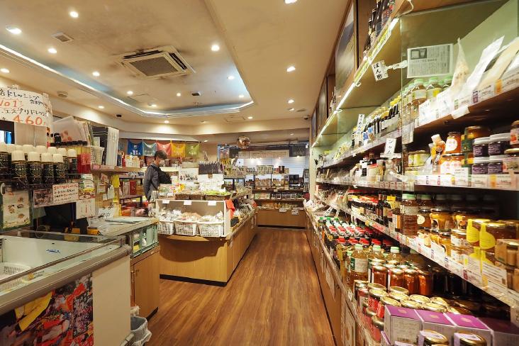かごしま特産品市場「かご市」店内に並ぶ商品