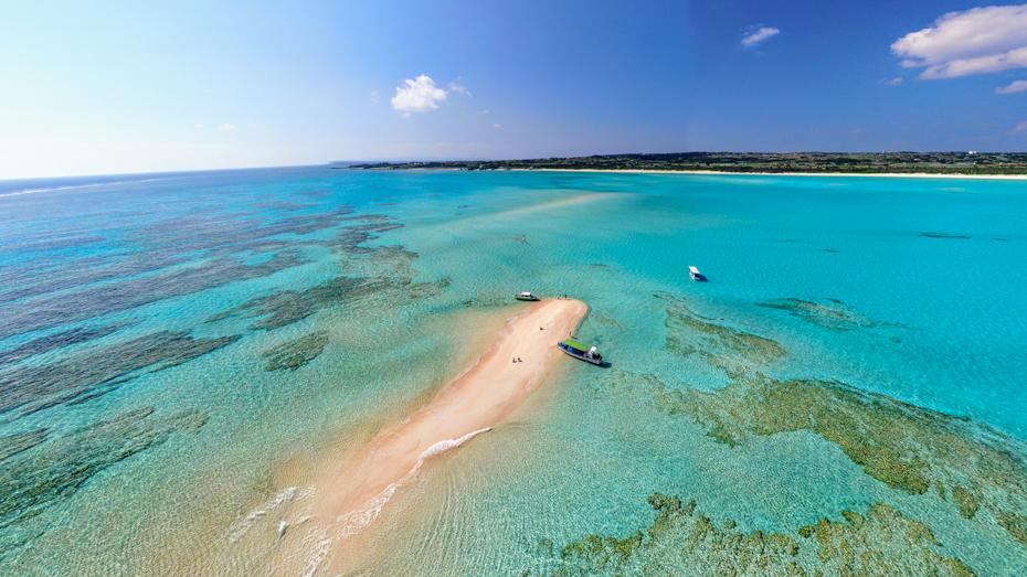 与論島-中潮から大潮の干潮時にだけ姿を表す幻の白い砂浜「百合ヶ浜」