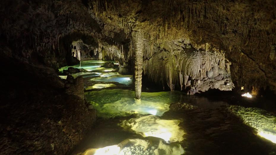 沖永良部島は国内有数の鍾乳洞の聖地