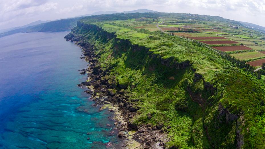 徳之島-戦艦大和の慰霊塔が建つ犬田布岬
