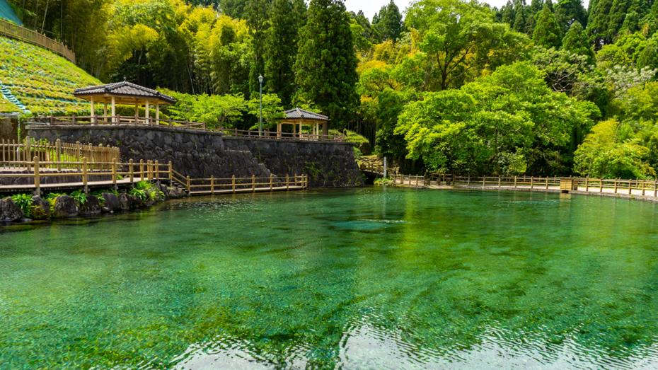 湧水町-「日本名水百選」に選定された丸池湧水